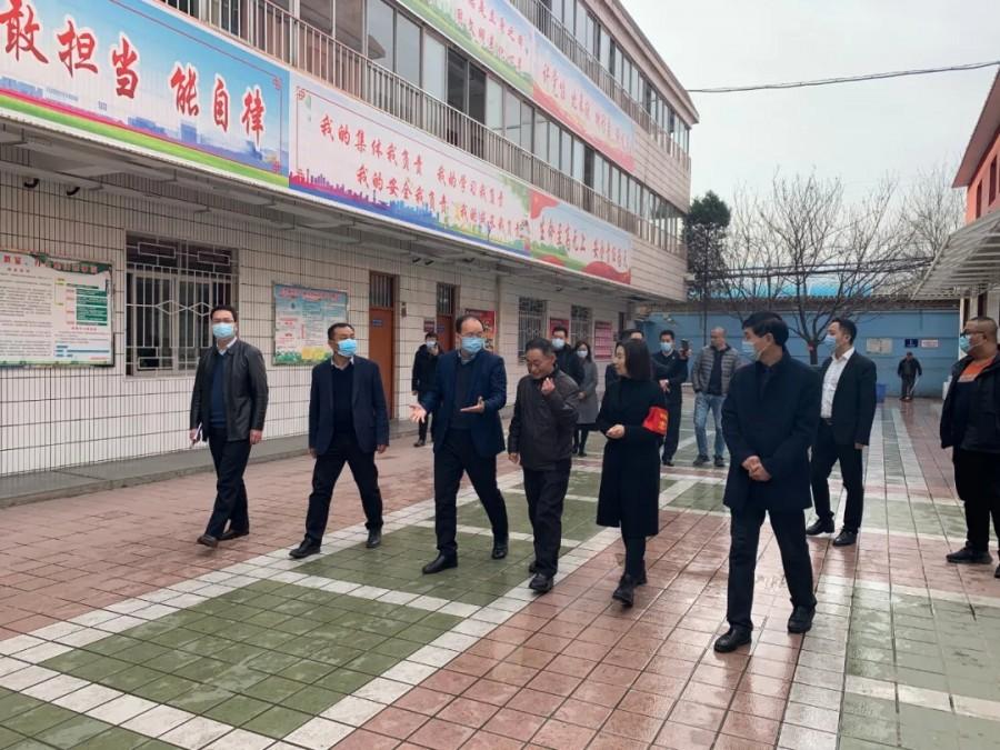 薛建恩区长一行莅临宝鸡高新实验中学视察指导工作